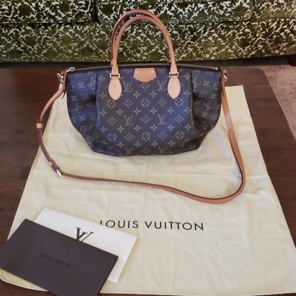 a3898226f6b2 Louis Vuitton Handbags - Luis Vuitton Turenne MM Monogram bag